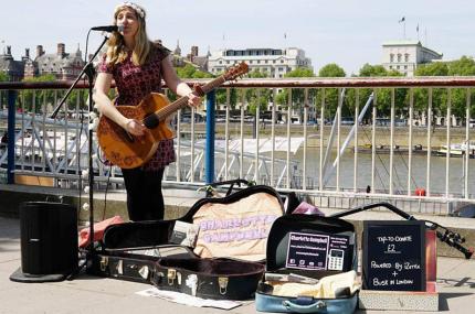 Уличные музыканты Лондона будут принимать банковские карты