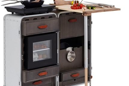 Итальянский дизайнер создал спальню с кухней в чемодане