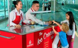 Emirates угощает пассажиров бесплатным мороженым