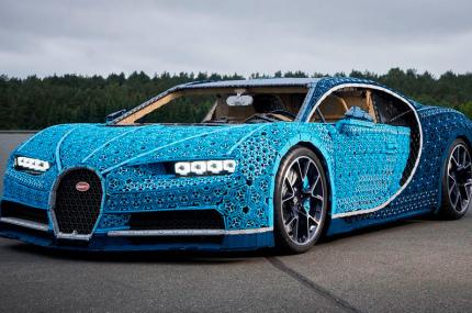 Из конструктора LEGO собрали спортивное авто