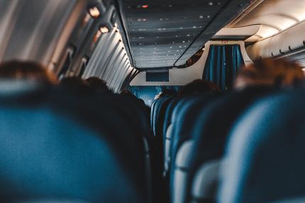 Названы товары и услуги, на которые пассажиры тратят деньги в самолёте