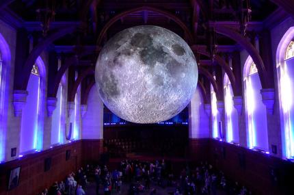 Копия Луны отправилась в тур по городам Европы