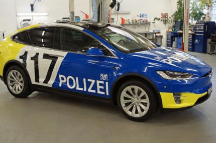 Полиция Швейцарии пересаживается на автомобили Tesla