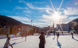 В Швейцарии открылся ледовый городок