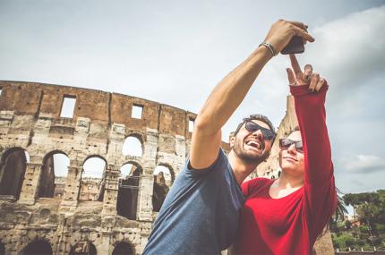 Туристки в Риме могут арендовать парня для Instagram