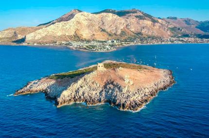 На Сицилии продаётся райский остров