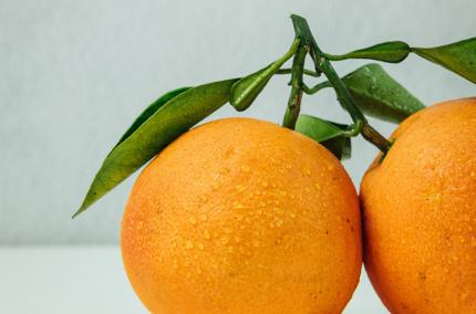 В Швеции придумали как делать пакеты из отходов от фруктов