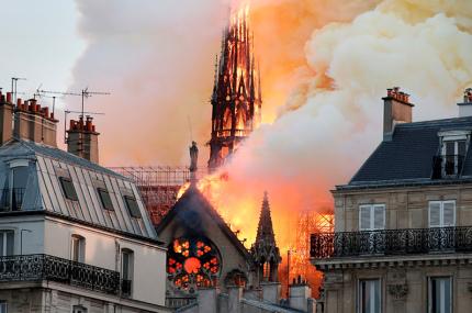 Парижский собор Нотр-Дам пострадал при пожаре