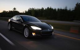 Tesla обещает запустить беспилотные такси в 2020 году