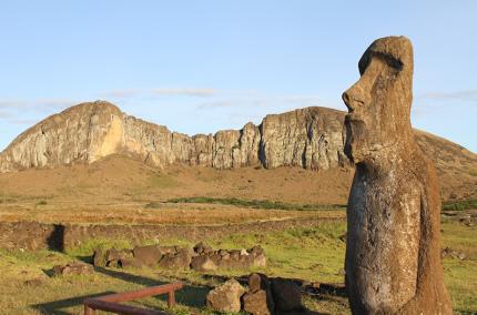 Древние статуи на острове Пасхи оказались под угрозой разрушения из-за туристов