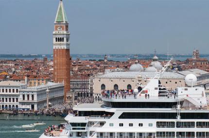 Мэр Венеции хочет включить город в чёрный список ЮНЕСКО