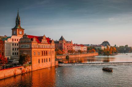 На набережных Праги запретили громкую музыку