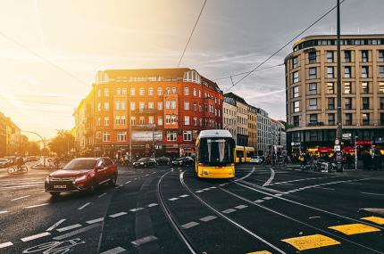 Туристы в Берлине убирают улицы за экскурсию