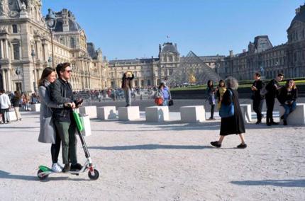 Франция вводит новые ограничения на электросамокаты