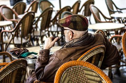 Франция выделит 150 миллионов евро на спасение маленьких кафе