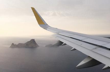 На Booking .com теперь можно бронировать авиабилеты