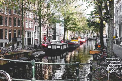 Нидерланды хотят закрыть для туристов кофешопы с марихуаной
