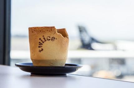 Air New Zealand начала использовать съедобные чашки