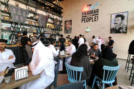 Рестораны Саудовской Аравии отменили раздельные входы для мужчин и женщин