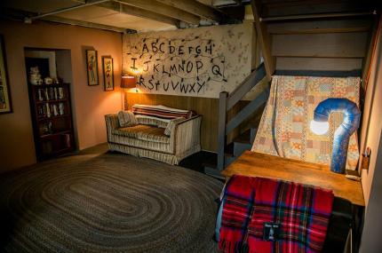 """На Airbnb можно арендовать подвал из сериала """"Очень странные дела"""""""
