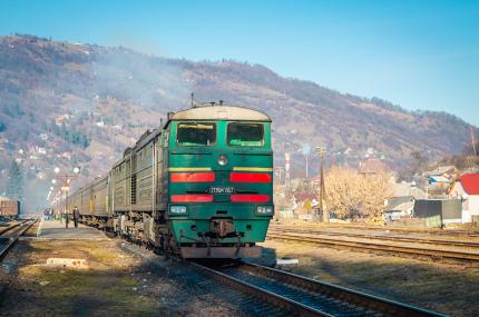 В Украине издадут фотокнигу о женщинах, работающих на железных дорогах