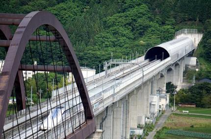 Япония разрабатывает поезд, который сможет разгоняться до 500 км/час