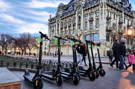 В Одессе и Киеве заработал прокат электросамокатов от Kiwi