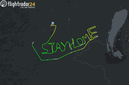 Австрийский пилот написал в небе послание «Оставайтесь дома»