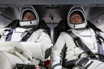В мае в первый полёт с экипажем отправится космический корабль для туристов