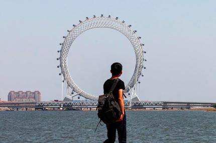 В Китае построили уникальное колесо обозрения