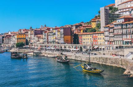 Португалия готовится встречать туристов летом