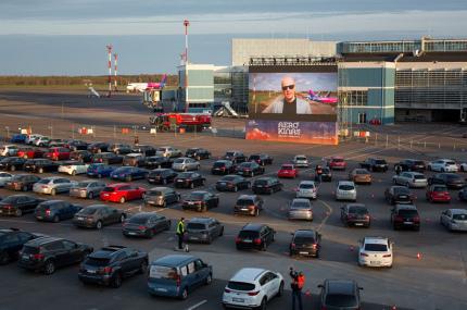 В аэропорту Вильнюса открыли автокинотеатр