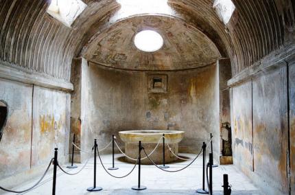 Туристы стали возвращать украденные сувениры из Помпеи