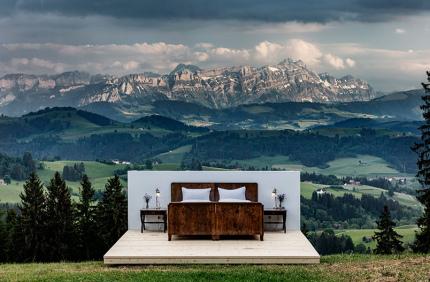 В Швейцарии снова откроют отель без стен и крыши