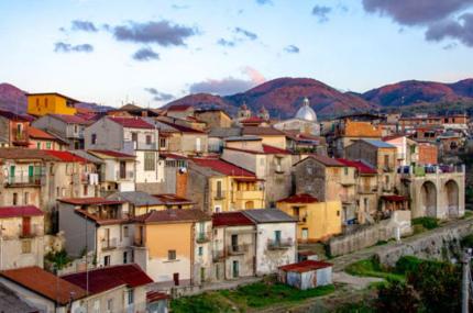 Коммуна в Италии распродаёт дома по 1€