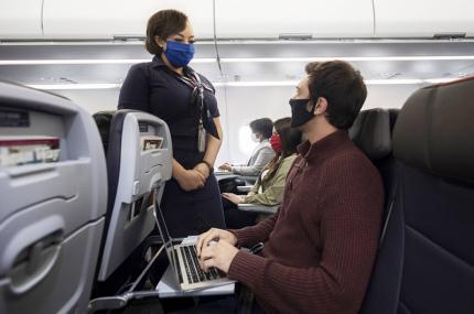 Авиакомпании США будут вносить пассажиров в чёрный список за отказ надеть маску