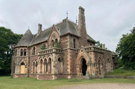 В Шотландии продаётся готический особняк за 1€
