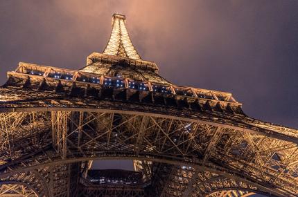 Эйфелева башня снова открылась после карантина