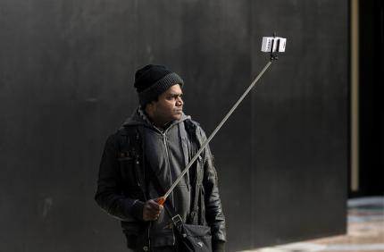 В Милане запретили селфи-палки