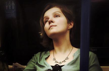 Британский фотограф снимает пассажиров метро в стиле художественной классики