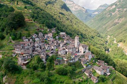 Из маленькой деревушки в Швейцарии хотят сделать отель