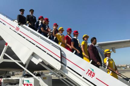 Португальский авиаперевозчик запустил тематические рейсы в стиле 70-х годов
