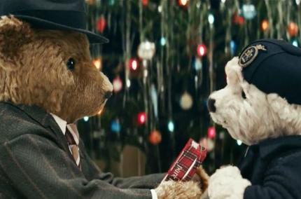 Аэропорт Хитроу снял милый рождественский ролик