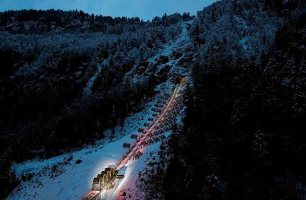 В горах Швейцарии появился фуникулер с самым крутым подъемом