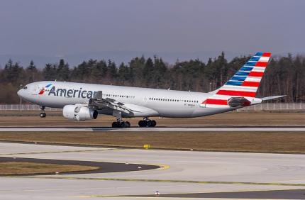 Стюарды American Airlines будут дарить пассажирам мили за неудобства