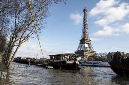 Музеи Парижа могут закрыть из-за угрозы наводнения