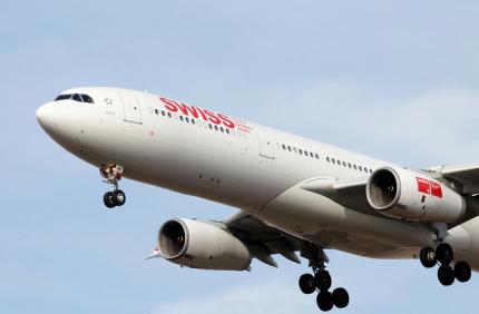 Пассажиры авиакомпании Swiss будут платить за питание на борту
