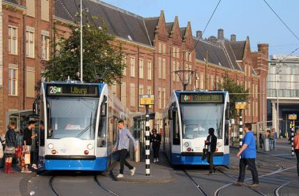 Общественный транспорт Амстердама не будет принимать наличные